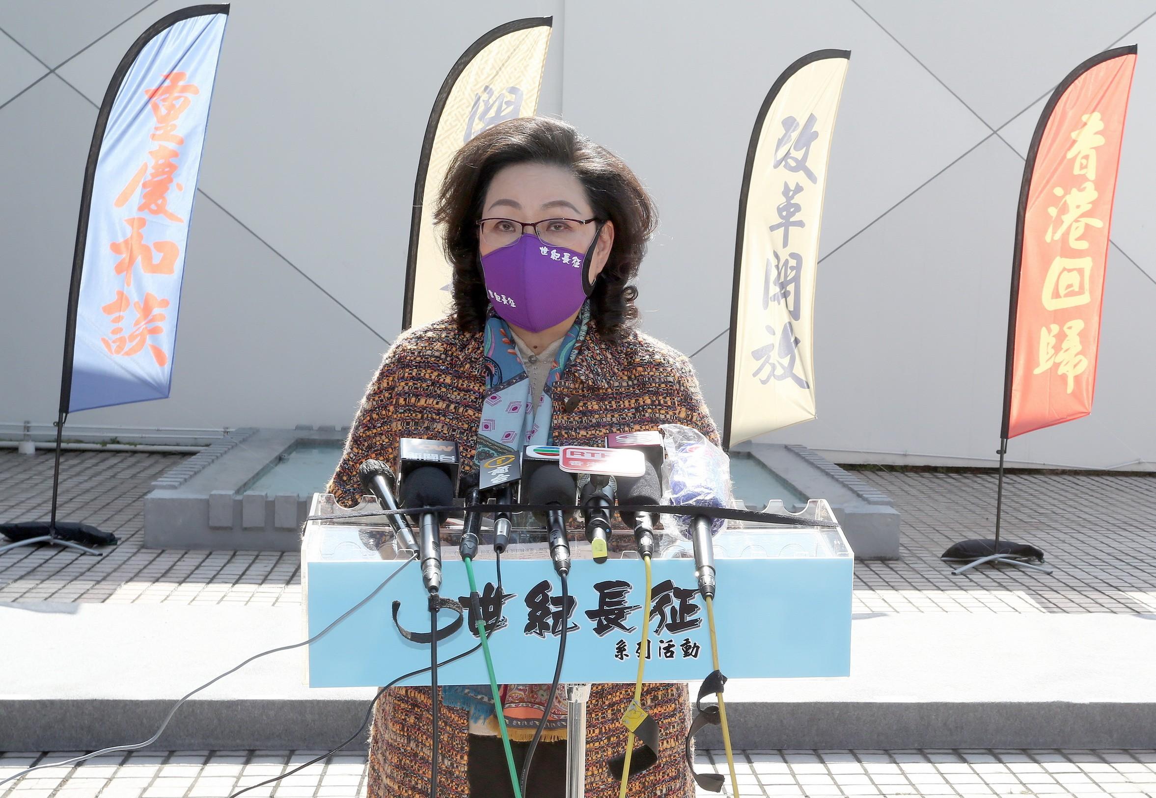 《世紀長征》系列活動籌委會召集人梁唐青儀女士表示,為加深香港青少年對近代中國歷史的認識,《世紀長征》系列活動籌委會,將以中央電視臺攝製的大型紀錄片集《百年中國》為基礎,重新輯錄成100集的節目《世紀長征》。