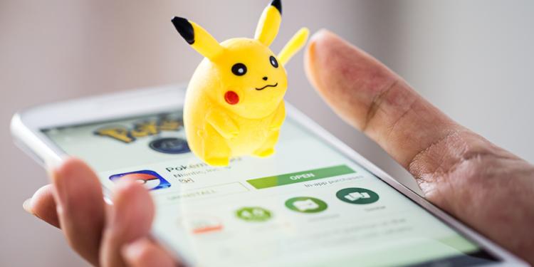 應用AR技術的《Pokémon GO》或VR技術的虛擬空間電玩,以及多媒體技術的跨空間電競遊戲,都可以直接推動學校在創新科技的學習。(Shutterstock)