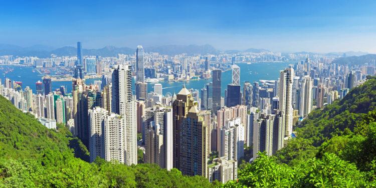 「前人種樹,後人乘涼」,我個人對香港的前路,還是樂觀的。(Shutterstock)