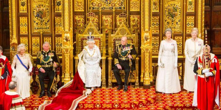 英女王對王夫菲臘親王評價很高。(亞新社)