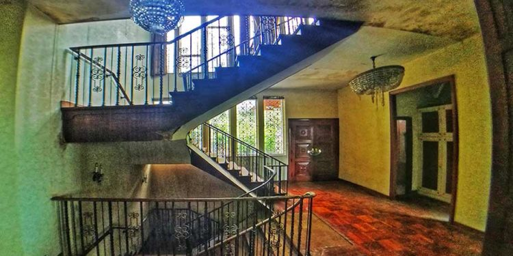探索荒廢半山西式大宅 Exploring Deserted Western-style Mansion at Mid-levels
