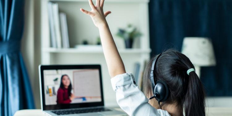 因疫情關係,不論是全面停課或是部分停課也好, 大部分學校都只是安排在上午時段進行教學。(Shutterstock)