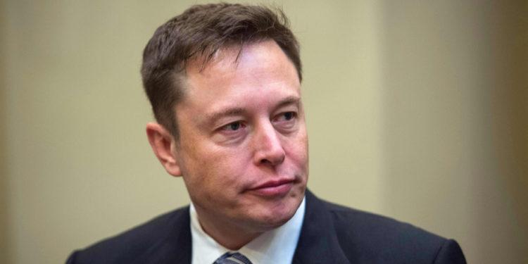 馬斯克不能迴避的問題是,假如比特幣耗電不環保,為什麼Tesla耗電就環保呢?(Shutterstock)