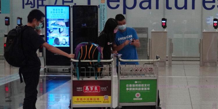 相信香港出外旅遊的人亦會為了自己的安全,打了疫苗才起行。(亞新社)