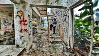 探索高級住宅區的廢棄別墅  Exploring Abandoned Villa in Upscale District