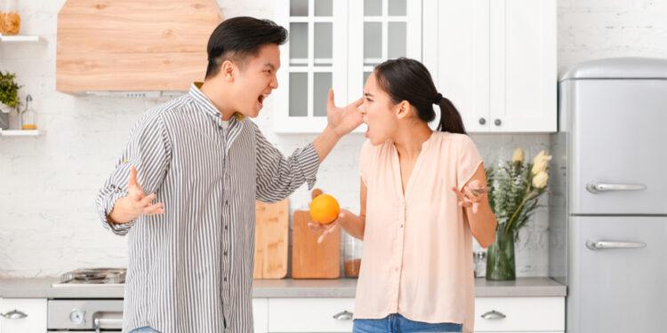 女人對出軌男人應該硬還是軟,我的經驗告訴我,女人自己要有底線。(Shutterstock)