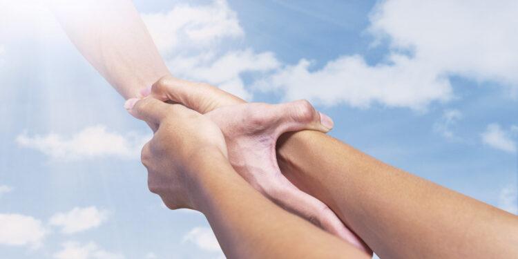 人生活愉快,會給人一種和氣的感覺,於任何事都能以禮節寬和待人。(Shutterstock)