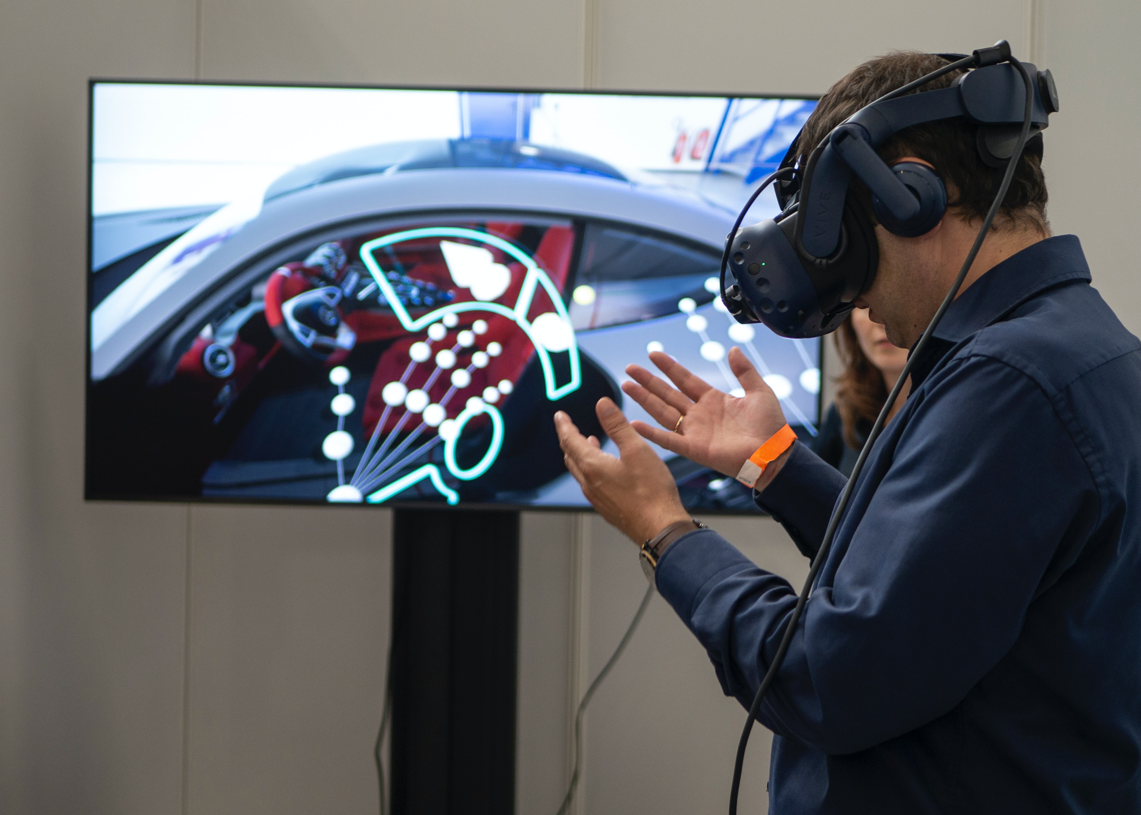 VR和AR技術的進步會對未來的商業模式產生深遠的影響。(Unsplash)