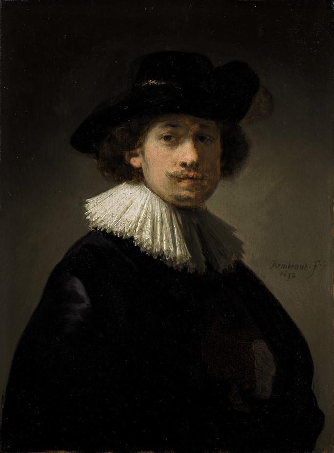 (圖4)《戴蕾絲領子和黑帽的自畫像》,倫勃朗,1632(時26歲),木板油畫,高21.8cm,寬16.3cm,私人收藏。Self Portrait wearing a ruff and black hat, Rembrandt, Private Collection.