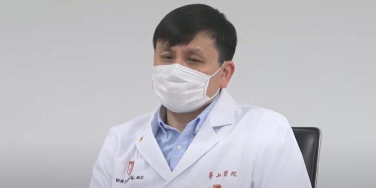 為何中國復旦大學張文宏此等醫學專業界的頂流一樣會遭到眾多攻擊,包括人身攻擊?(YouTube截圖)
