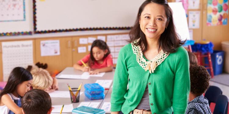 教育界應更加重視教師的選拔與培訓。(Shutterstock)