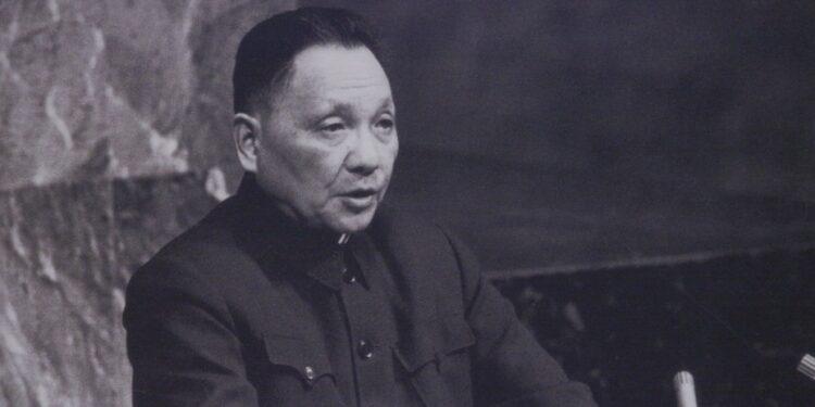 有人翻查鄧小平理論,指出鄧小平改革的原意與「初心」,並非窮富懸殊。(亞新社)