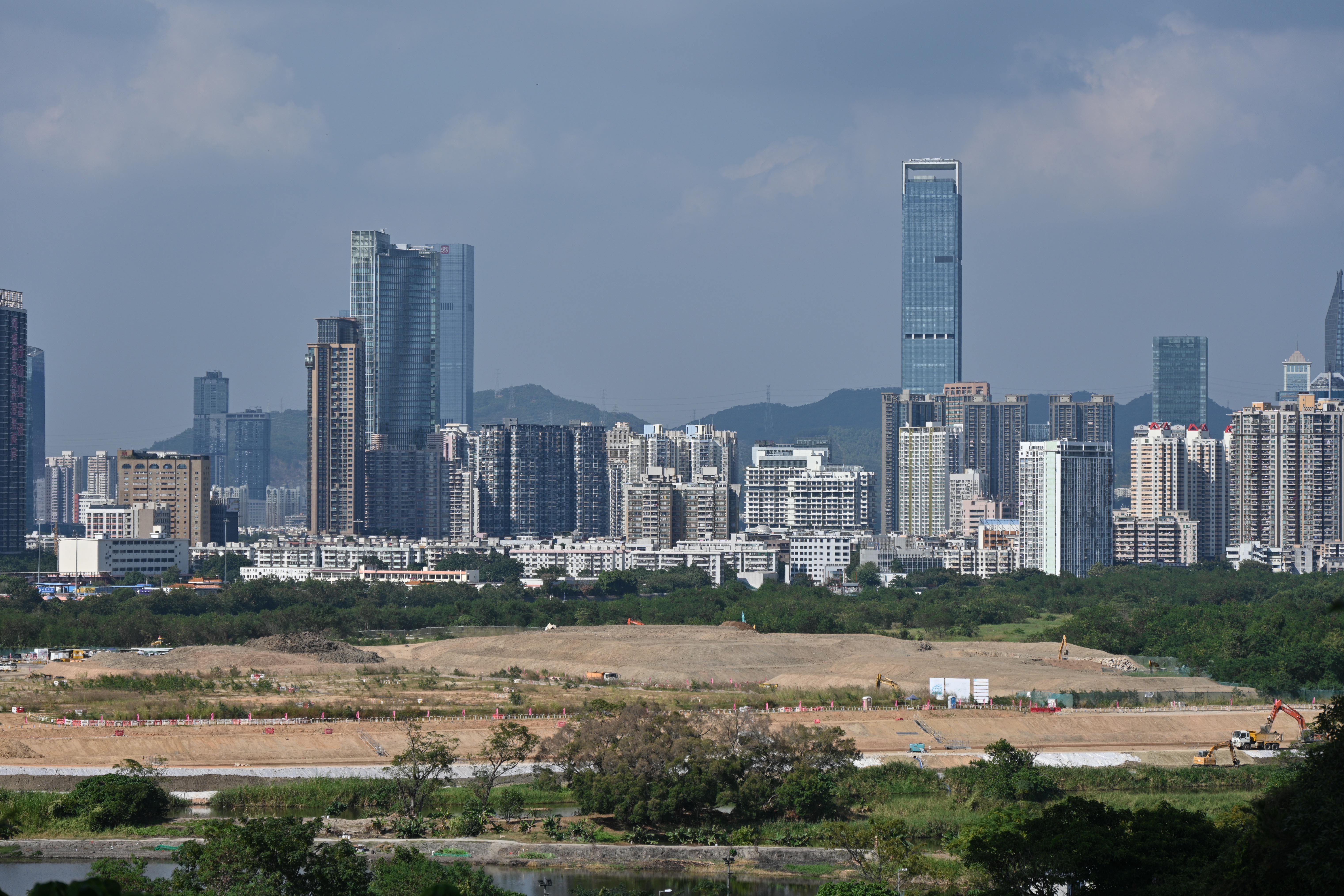林鄭月娥表示,港深兩地政府合作打造「一河兩岸」的「一區兩園」,以幫助香港融入內地。(亞新社)